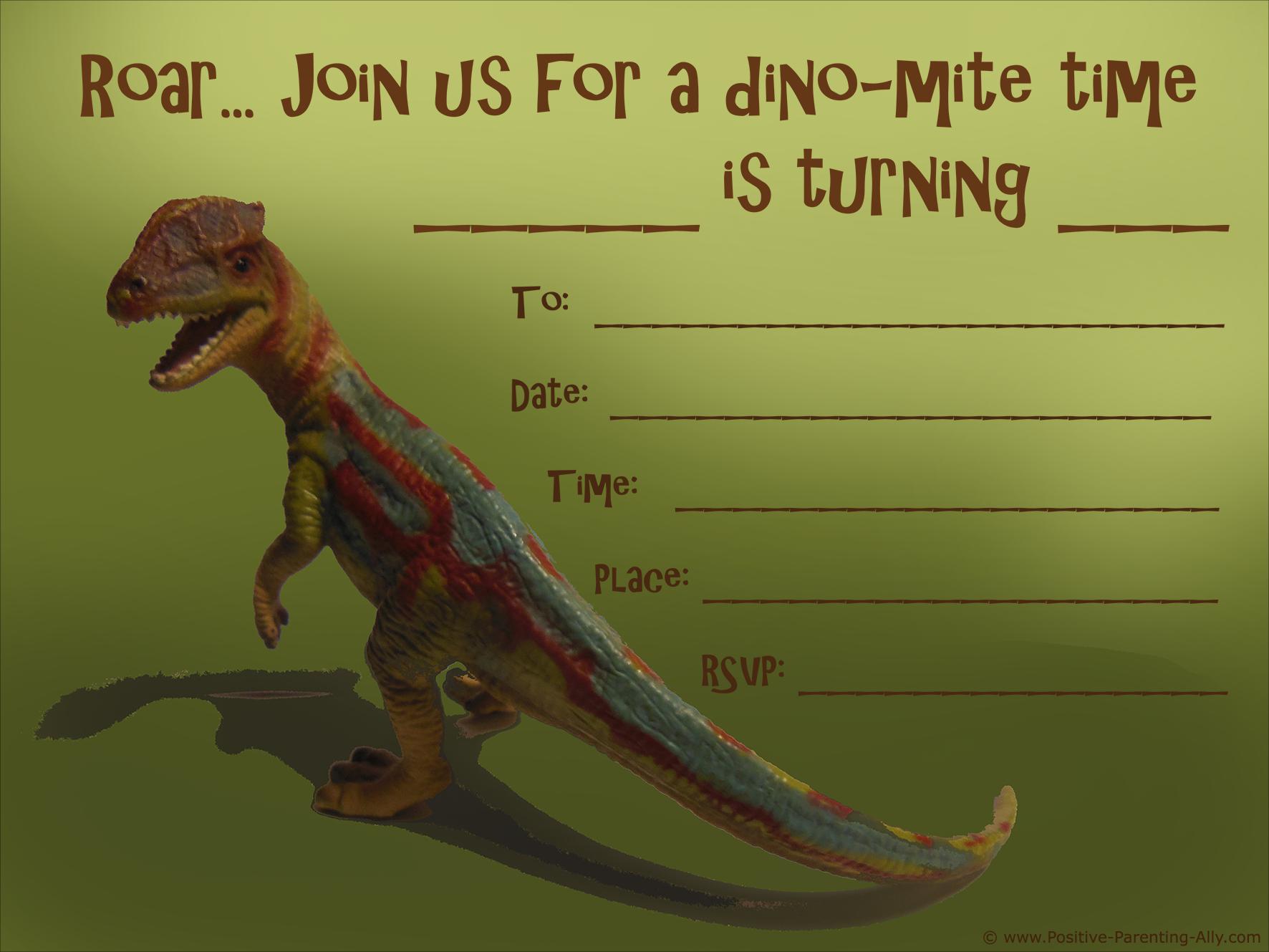Dinosaur birthday invitations: Realistic dinosaur on birthday invitation for boys.