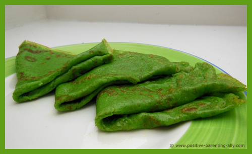 Healthy Halloween finger foods for kids: Green pancakes with no sugar.