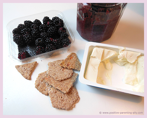 Ingredients for healthy afternoon snack: blackberry and crackers.