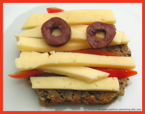 Easy Halloweeen recipes for kids: Funny mummy sandwich with cheese, pepper and olives.