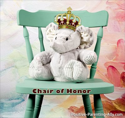 Animal games for kids: The animal actions game where the goal is to take the elephant's seat, the chair of honor.
