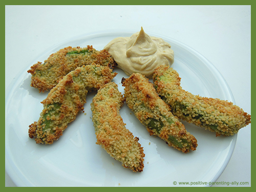 Kids snack recipes with avocado: Deliciuos avocado dippers as a quick mini meal for kids.