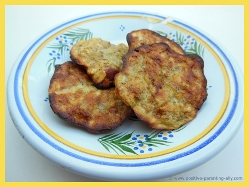 Simple snacks recipes for kids: sugar free snacks with banana, oats, almonds and eggs.