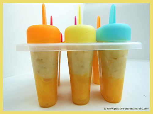 Delicious pure fruit popsicles for kids. Healthy banana mango popsicles to freeze at home.