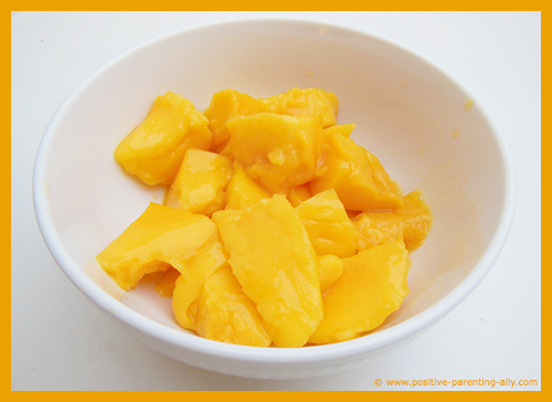 Easy snacks for kids recipe with fruit: Mango bites in lime juice.